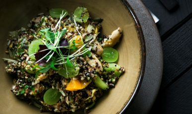 Quinoa salad with chicken, fennel, orange and grapes